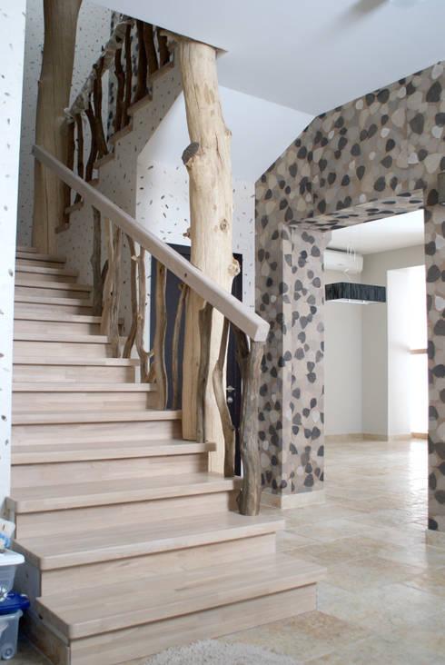 Дубовая лестница: Коридор и прихожая в . Автор – Ал