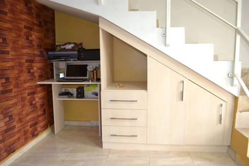Optimus DMI - Modular Bajo Escalera Loma Real : Vestíbulos, pasillos y escaleras de estilo  por OPTIMUS DMI