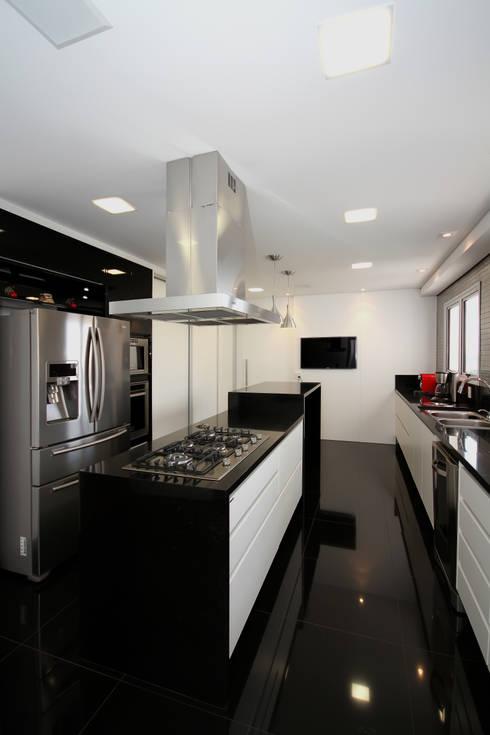 APARTAMENTO AS: Cozinhas modernas por F:POLES ARQUITETOS ASSOCIADOS
