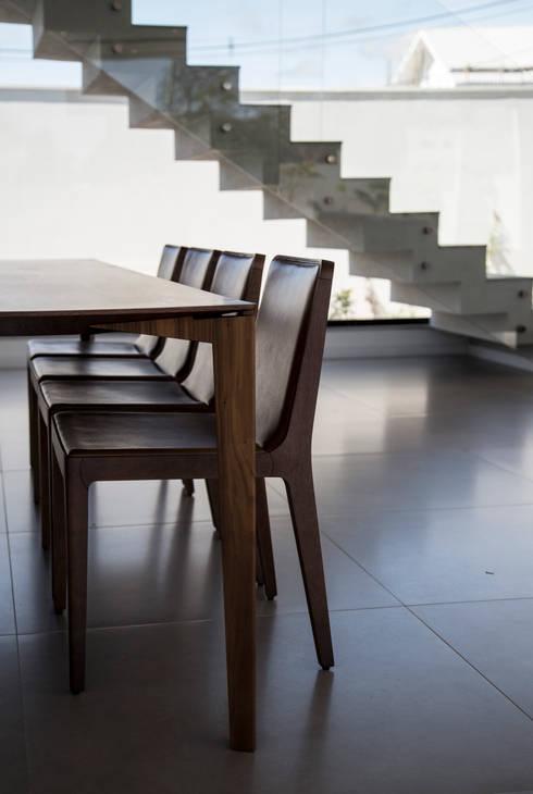 RESIDÊNCIA CS: Salas de jantar modernas por F:POLES ARQUITETOS ASSOCIADOS