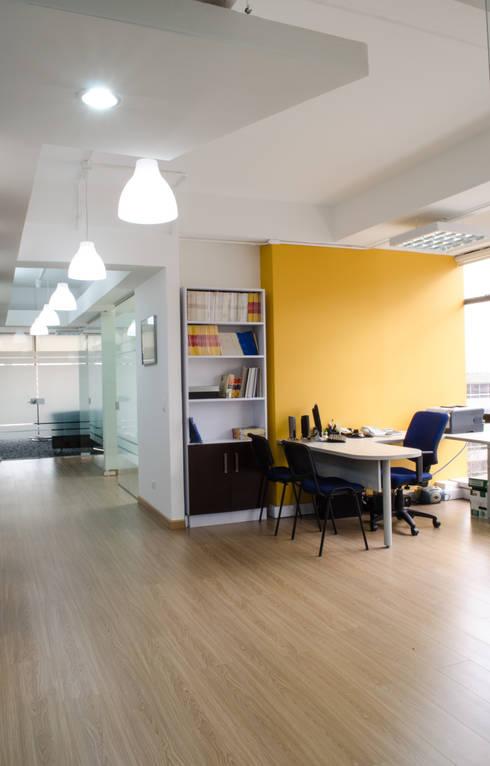 Oficinas Anda: Oficinas y tiendas de estilo  por Arquitectura Visual