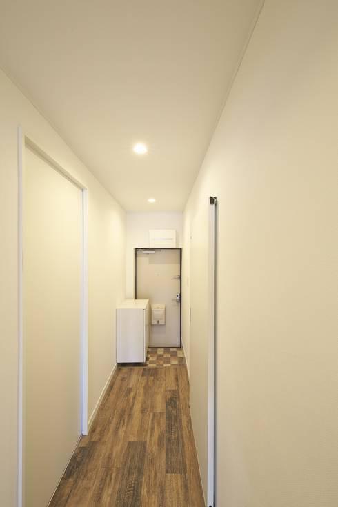 Corridor & hallway by FRCHIS,WORKS