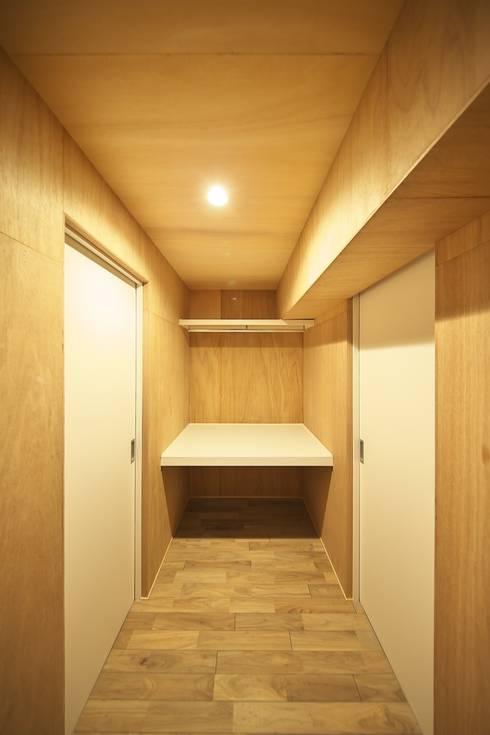 ウォークスルークローゼット | 工事後: FRCHIS,WORKSが手掛けた和室です。