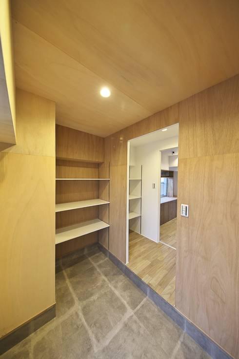 土間収納とパントリー | 工事後: FRCHIS,WORKSが手掛けた和室です。