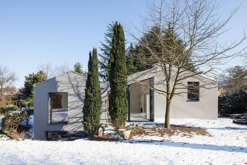 Ansicht Gartenseite: moderne Häuser von ZHAC / Zweering Helmus Architektur+Consulting