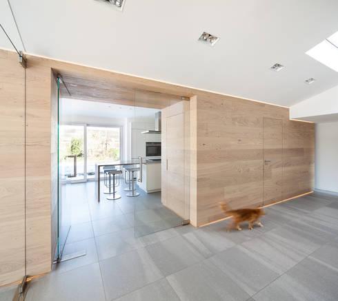 Flur:  Flur & Diele von ZHAC / Zweering Helmus Architektur+Consulting
