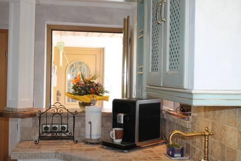 Villa Medici Aschheim villa medici mediterrane landhausküche avignon hellblau weiß by