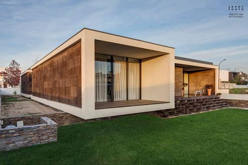 Casa AVR - Ovar : Casas modernas por ARKHY PHOTO