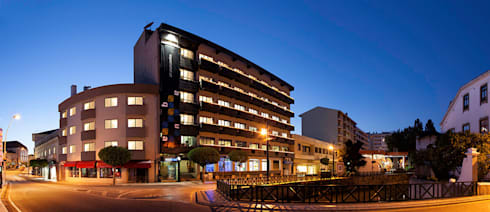 Aqua Hotel   Ovar: Casas modernas por ARKHY PHOTO