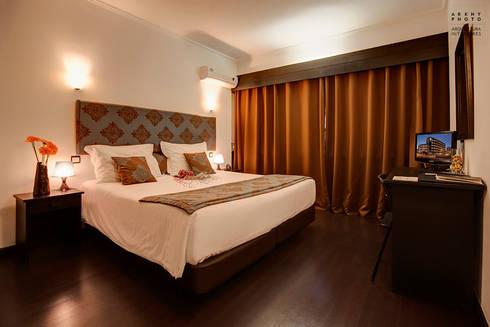Aqua Hotel   Ovar: Quartos modernos por ARKHY PHOTO