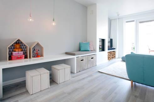 Een romantische woonkamer door Interieur Design by Nicole & Fleur ...