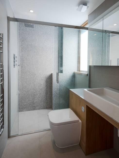 Finchley loft conversion:  Bathroom by Satish Jassal Architects