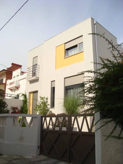 Moradia Unifamiliar: Casas modernas por AlexandraMadeira.Ac - Arquitectura e Interiores, Unipessoal, Lda