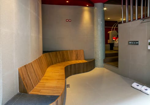 Hotel Centra 2: Pasillos y recibidores de estilo  por DIN Interiorismo