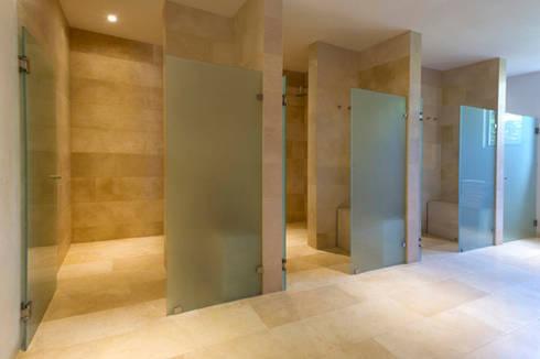 Hotel Tabachines : Baños de estilo  por DIN Interiorismo