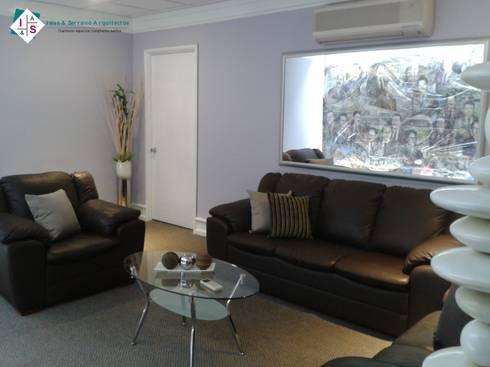 Sala de Gobierno: Salas de estilo moderno por ISLAS & SERRANO ARQUITECTOS