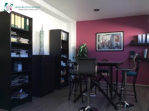 Oficinas Islas & Serrano: Oficinas y tiendas de estilo  por ISLAS & SERRANO ARQUITECTOS