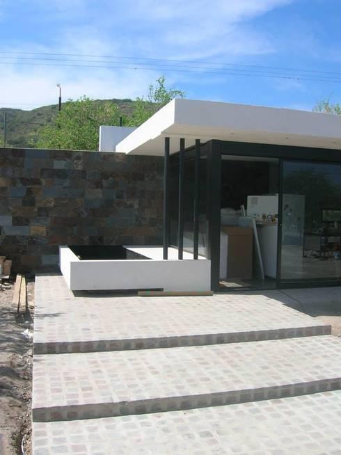 Casa D - El Dorado II - Carlos Paz: Terrazas de estilo  por Estudio Arquitectura Agustín Duarte