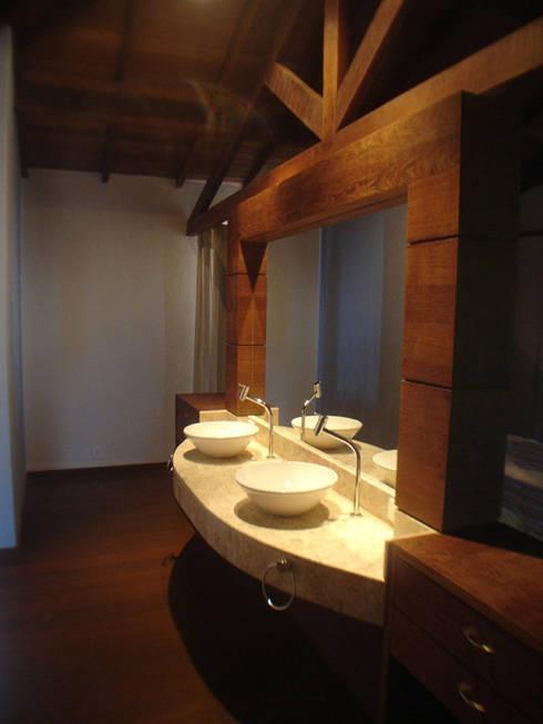 Baños de estilo  por bp arquitetura