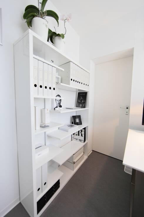 nadine buslaeva interior design의  서재 & 사무실