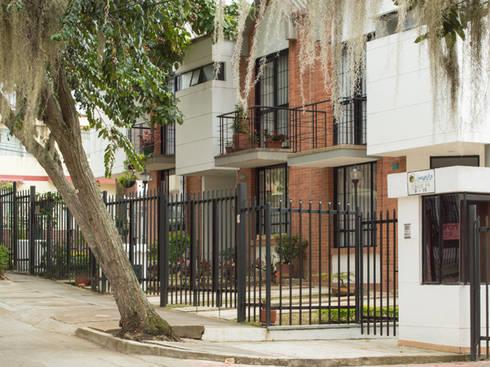 Casa 2: Casas de estilo moderno por Aca de Colombia