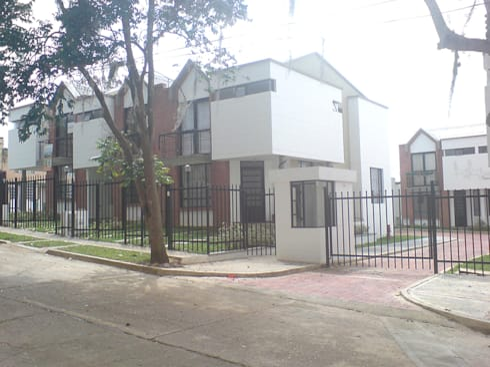 Casa 3: Casas de estilo moderno por Aca de Colombia