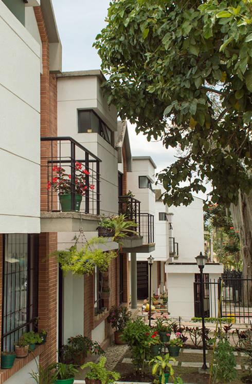 Casa 7: Casas de estilo  por Aca de Colombia