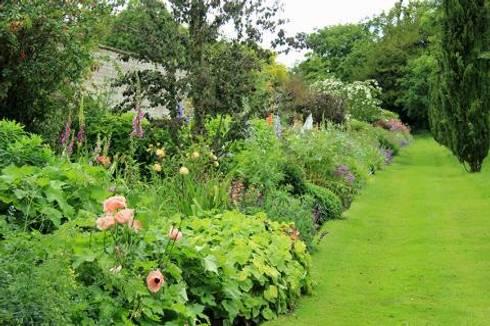 Jardin anglais par coup de pousse sur garonne homify for Jardin anglais mixed border