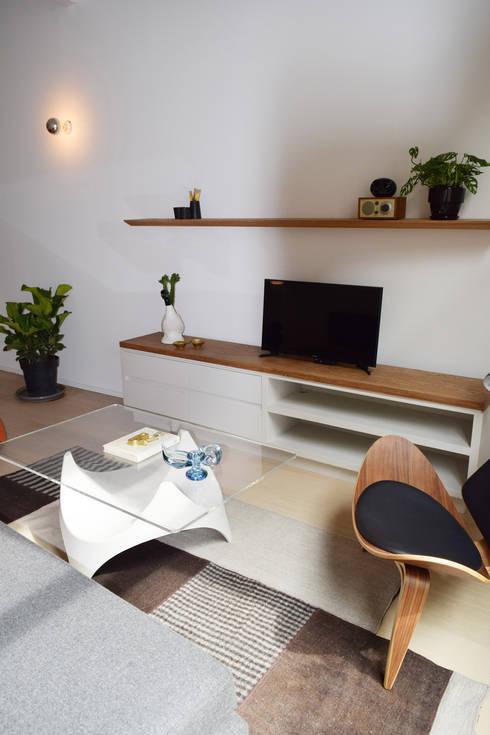 Donceles 18: Salas multimedia de estilo moderno por Germán Velasco Arquitectos