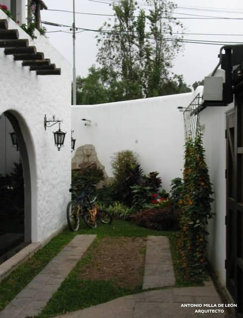 Jardines de estilo  por Antonio Milla De León Arquitecto