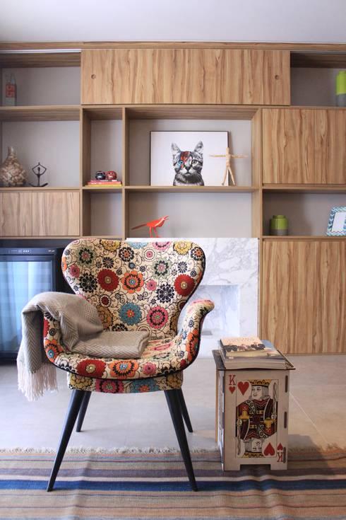 Living room by CÁSSIO VINÍCIUS arquitetura