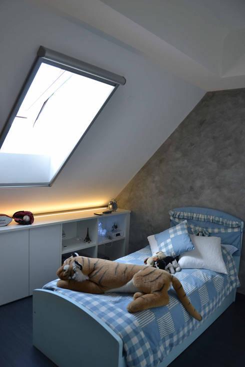 Appartamento Milano Naviglio: Camera da letto in stile in stile Moderno di DCA Studio - Davide Carelli Architetto
