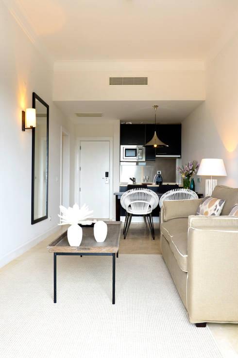Sala e Kitchinet: Quarto  por Pureza Magalhães, Arquitectura e Design de Interiores