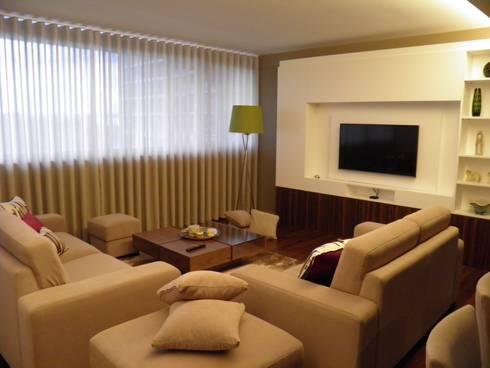 Decoraçao de Salas em tons quentes: Sala de estar  por Gold Decoration