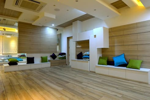 Residential interiors for Mr.Seelan at Chennai: minimalistic Living room by Offcentered Architects