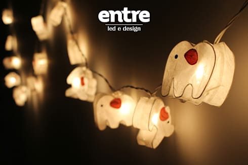 Because we love details! <3: Quarto de crianças  por Entre Led e Design