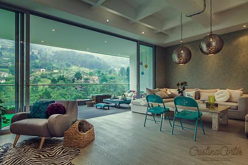 Sala + Balcón: Salones de estilo  por Cristina Cortés Diseño y Decoración