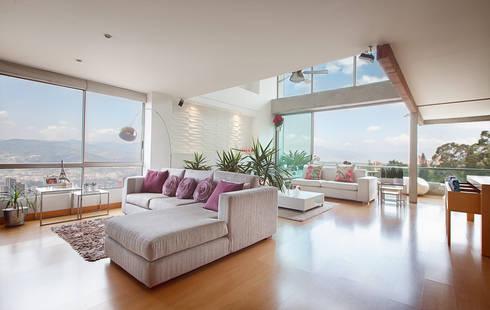 Salas: Salones de estilo  por Cristina Cortés Diseño y Decoración