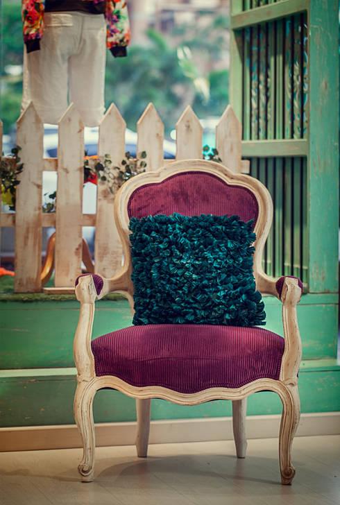Silla Vintage: Espacios comerciales de estilo  por Cristina Cortés Diseño y Decoración