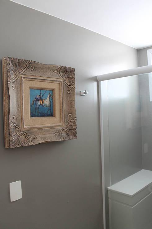 Salle de bains de style  par Julia Queima Arquitetura