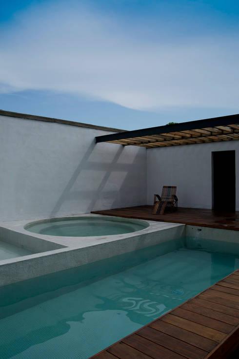Nt24 - A.flo Arquitectos: Albercas de estilo moderno por A.flo Arquitectos