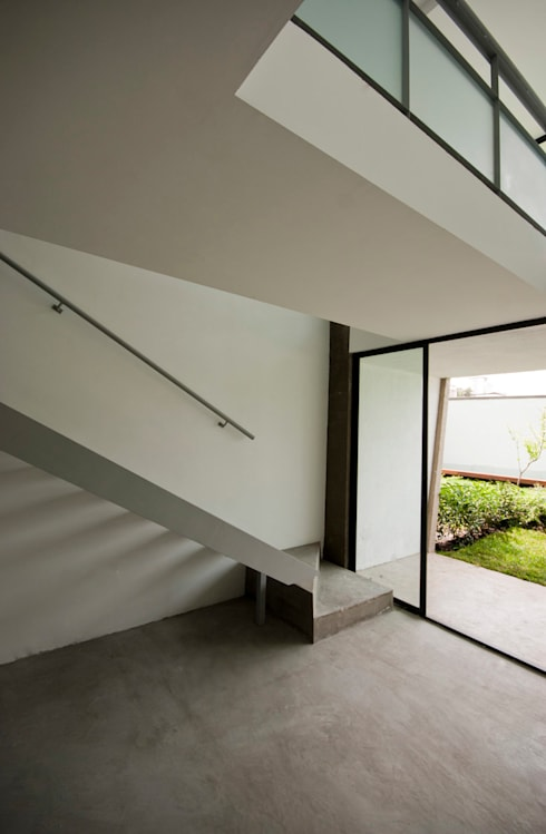 Nt24 - A.flo Arquitectos: Pasillos y recibidores de estilo  por A.flo Arquitectos