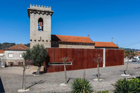 Igreja de Stº. Adrião – Vizela, Portugal:   por Ricardo Azevedo Arquitectos