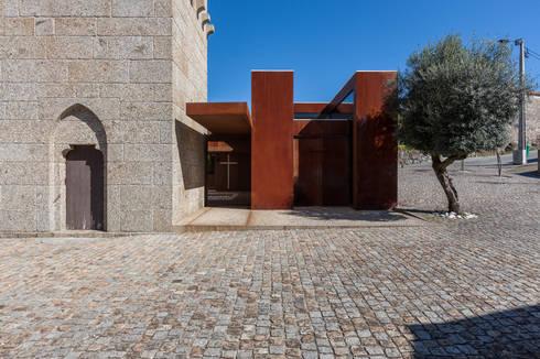 Igreja de Stº. Adrião - Vizela, Portugal:   por Ricardo Azevedo Arquitectos