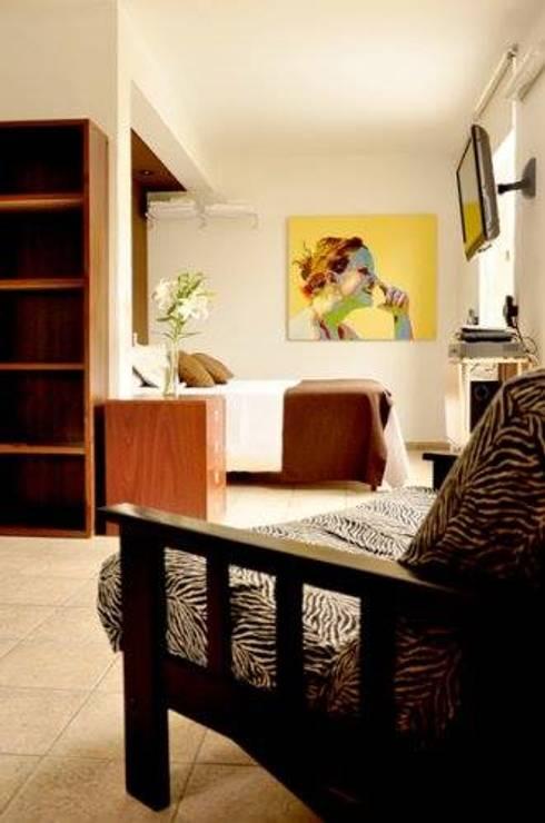 EDIFICIO MODIGLIANI: Livings de estilo  por sm arquitectura