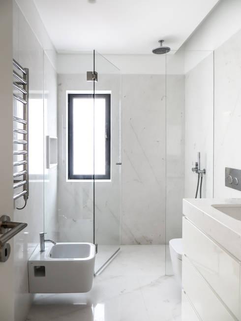 Baños de estilo minimalista de Diana Vieira da Silva Arquitectura e Design