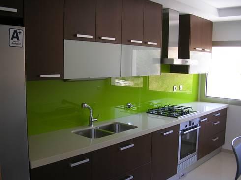 Cozinha em melamina: Cozinha  por Ansidecor