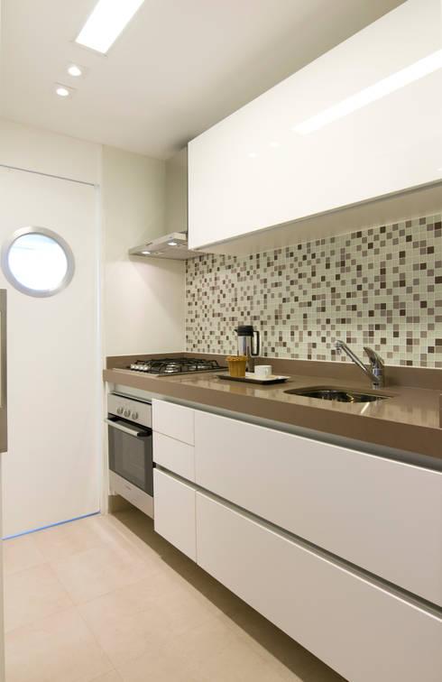 Cocinas de estilo  por Liliana Zenaro Interiores