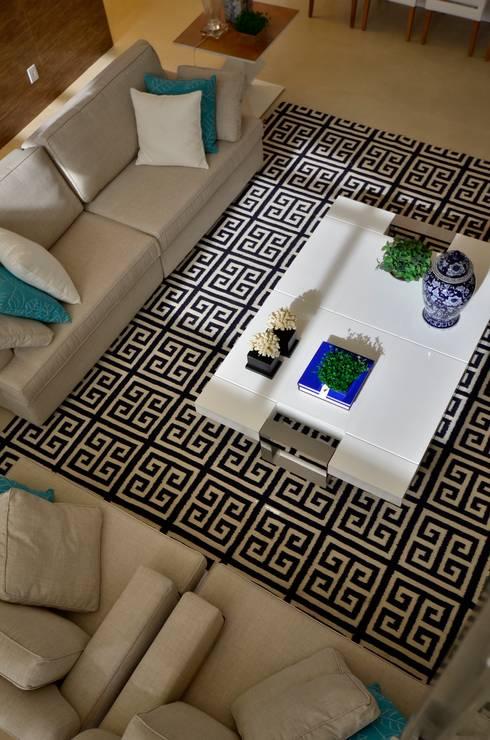 Living room by Biazus Arquitetura e Design