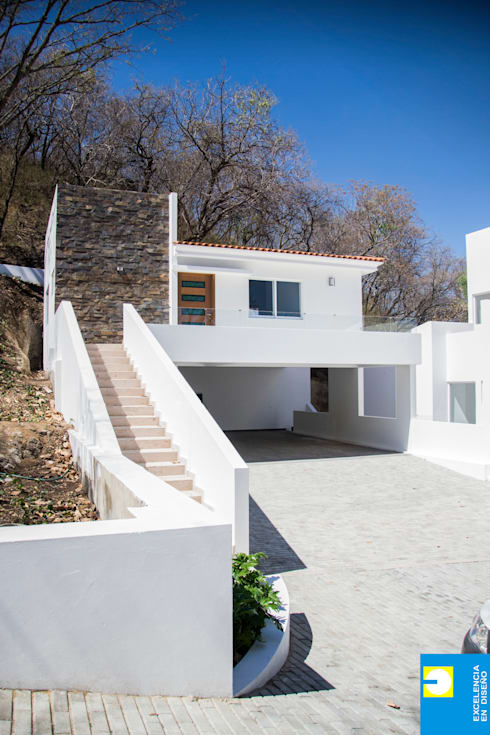 la cochera: Casas de estilo  por Excelencia en Diseño